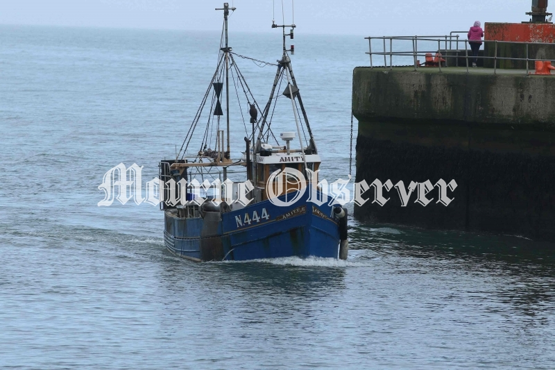 The-Amity-enters-the-Kilkeel-Harbour