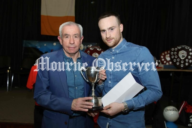 2nds-Team-player-of-Year-Richie-Reynolds-receiving-his-award-from-Pete-McGrath-Guest-speaker