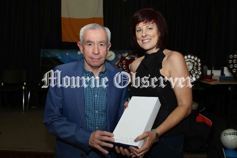 SEnior-Ladies-Players-player-of-year-Geraldine-Rice-receiving-her-award-from-Pete-McGrath