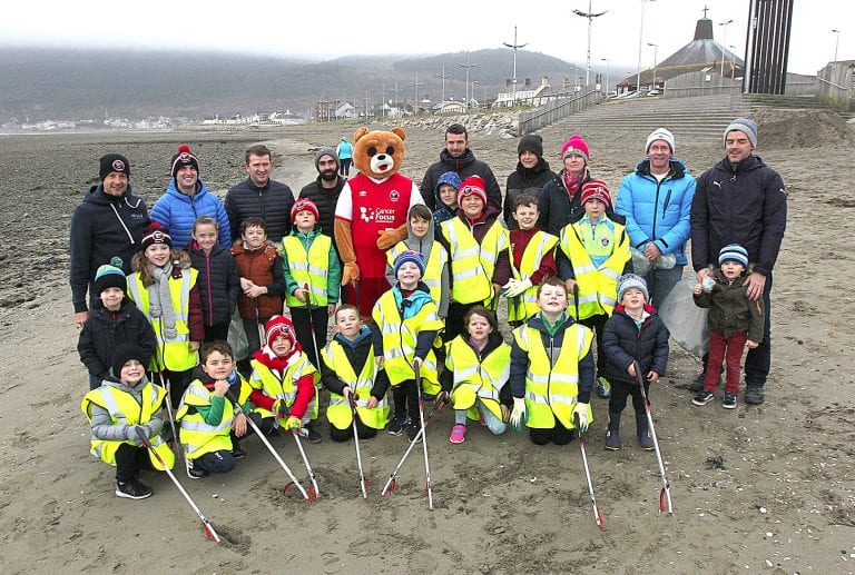 Young Bears do their bit to keep the coastline litter free