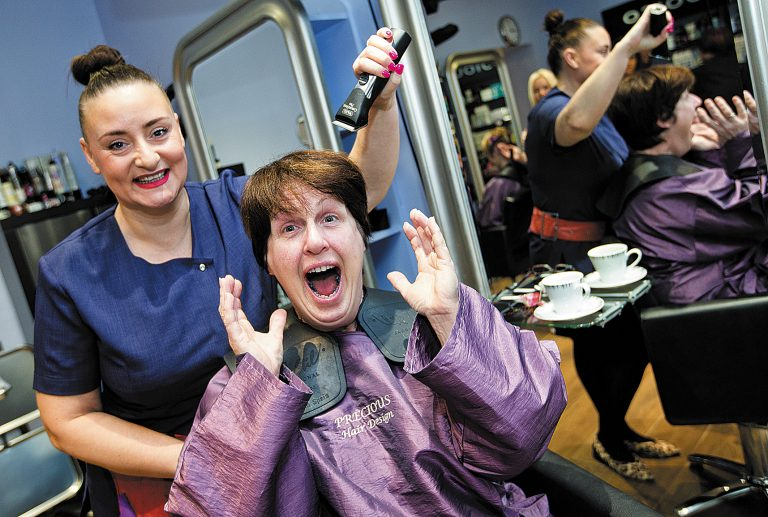 Andrée's close shave boosts the work of Cats Protection